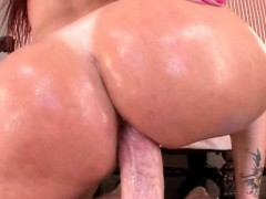 huge ass milf gets deep banged and cum shot