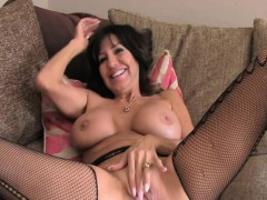 mature-brunett-assfucked-on-casting