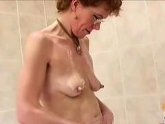 mature-pussy-shaving-solo