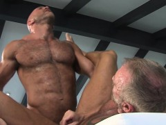 gay-muscled-bear-spunk