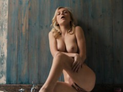 sensual-cutie-opens-up-slim-muff-and-gets-deflorated