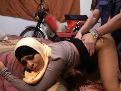 arab-picked-up-and-fucked-for-cash