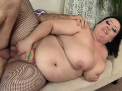 Sexy And Hot Plumper Bunny De La Cruz Gets Fucked