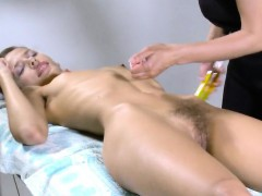 sensual-nympho-stretches-juicy-fuckbox-and-gets-deflorated