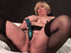 slutty-mature-eating-large-dick-with-lust