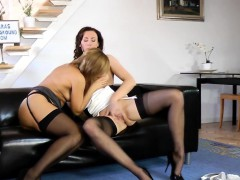 british-lingerie-milf-gets-her-pussy-fingered