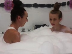 Hot Teen Webcam Girls Take A Bath Together
