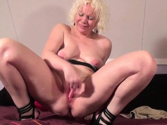 mature-cougar-squirts-like-young-g-carmel-from-1fuckdatecom