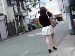 japanese-ho-pees-on-feet