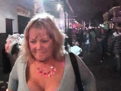 random-amateurs-flashing-in-public-during-mardi-gras