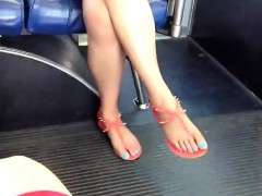 candid-asian-feet-and-legs-on-the-lanora