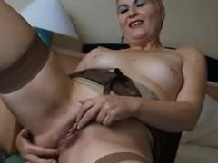 mature-poon-002-delsie