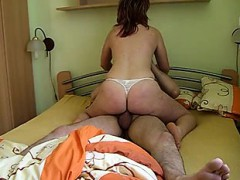 crazy-homemade-inexperienced-girlfriend-railing-my-hard-on