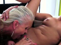 sexy mature dyke oral pleasuring babe