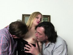 Reife Swinger – German swinger enjoys a dirty threesome