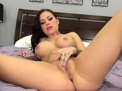 sexy-brunette-karmen-karma-masturbating