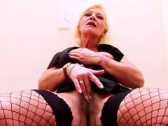 Granny Receives A Facial At The Gloryhole