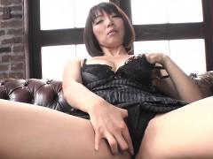 sweet izumi manaka enjoys sucking and masturbating