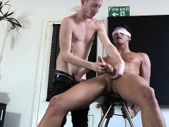blindfolded-dude-gets-wanked-off-by-big-dick-felix-chase