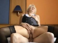 deutscher-jungschwanz-fickt-blonde-oma
