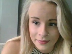 Slutty Natural Blonde Camgirl Does A Sexy Camshow