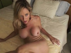 mom-from-milfsexdating-net-gives-a-treat-to-you