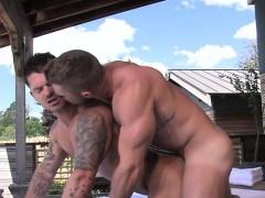 hairy-bodybuilder-outdoor-sex-and-cumshot
