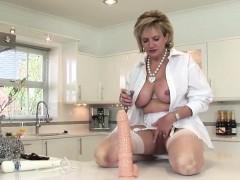 adulterous-british-mature-lady-sonia-reveals-her-gigantic-bo
