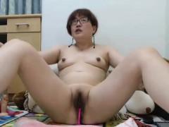 amateur-asian-milf-camgirl-masturbates-on-webcam
