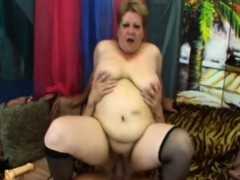 big granny venuse fucking long schlong on couch WWW.ONSEXO.COM