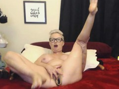 blonde-milf-with-glasses-good-vibes