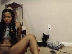 gorgeus-tattooed-cammodel-on-webcam-plays-with-sextoy