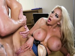 nicolette-shea-in-the-new-girl-episode-1