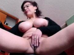 busty-milf-plays-her-pussy