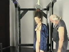 Guy Plays Harsh On Babe's Wet Crack In Bizarre Bondage