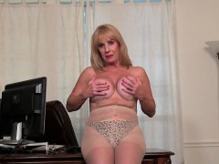 american-granny-phoenix-skye-proves-her-sexiness