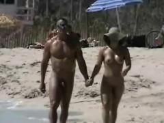 lovebirds-rejoice-on-a-sunny-spy-beach