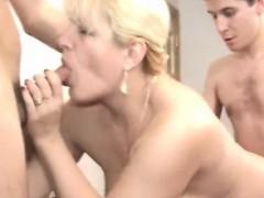 moden kvinde & unge fyre (danish title)(not danish porn) 11 WWW.ONSEXO.COM