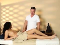 massage-amateur-sucking-masseur-before-sex