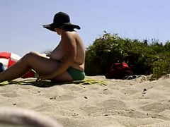 huge boobs laying out at the beach WWW.ONSEXO.COM