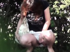 asian-teen-watched-peeing
