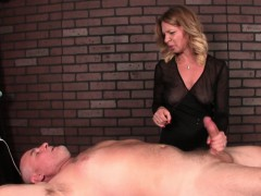 mature masseuse dominates her clients penis WWW.ONSEXO.COM