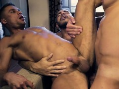 muscle-gay-threesome-and-cumshot