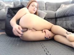 amateur-queen-squirt-orgasm-flashing-ass-on-live-webcam