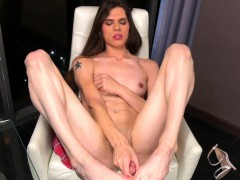 glamorous-transsexual-wanking-her-cock