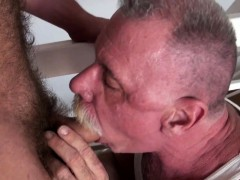 young-bear-barebacks-daddy-with-creamed-cock