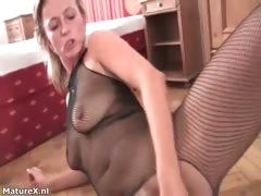 horny-mature-blonde-woman-gets-her-pussy-part2