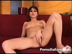 Italian Porn Masturbation Italiana Si Masturba La Figa