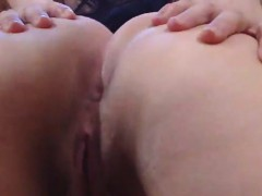 chick-with-round-ass-playing-with-pussy-in-closeup