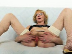 blondie-mother-gapes-and-fucks-her-fuck-hole